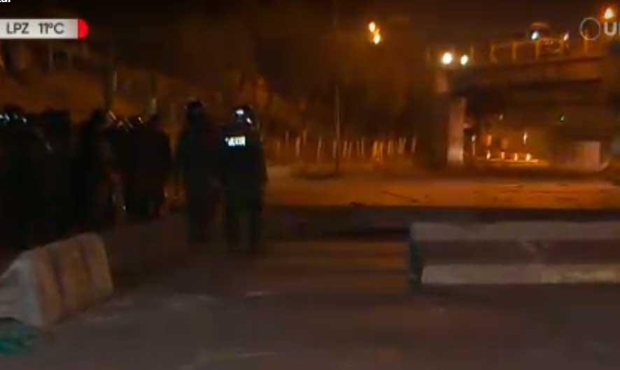 Registran dos policías heridos tras intervención a bloqueo en El Alto