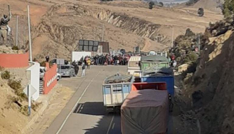 Transportistas inician proceso penal contra bloqueadores tras registrar pérdidas diarias de $us 1.000