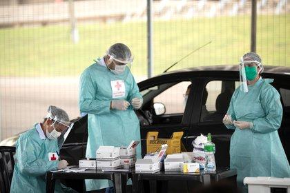 Reportan gente infectada con dos cepas diferentes de COVID-19 en Brasil