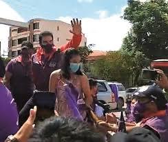 TSE define hoy si Reyes Villla continúa o no en carrera electoral