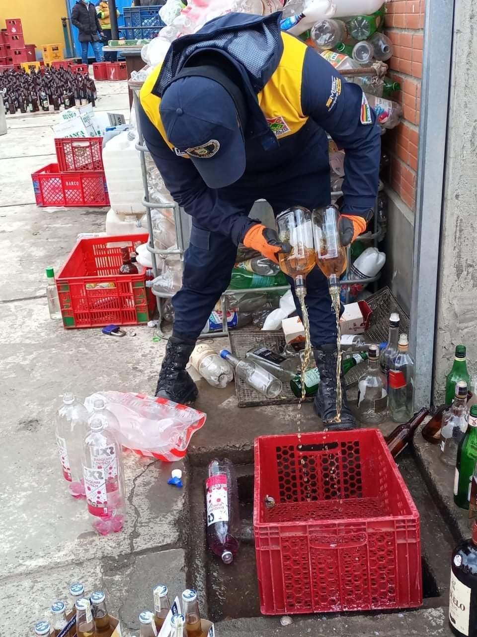 Seguridad Ciudadana destruye 4.500 botellas de bebidas adulteradas