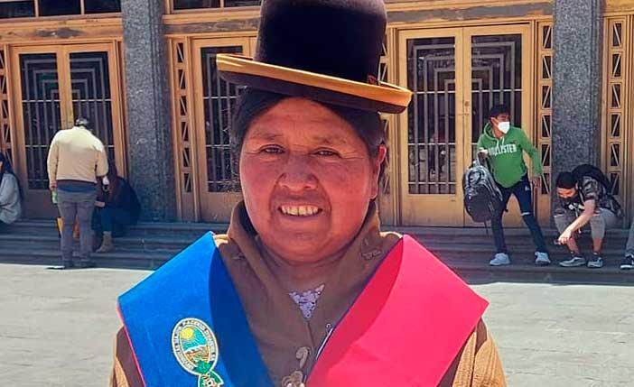 Felipa Huanca es nombrada como Cónsul en República del Perú
