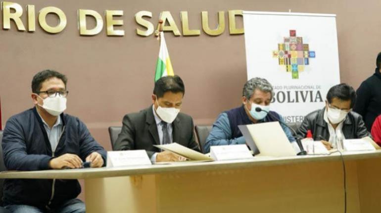Colegio Médico firma acuerdo con el Gobierno para modificar la Ley de Emergencia Sanitaria