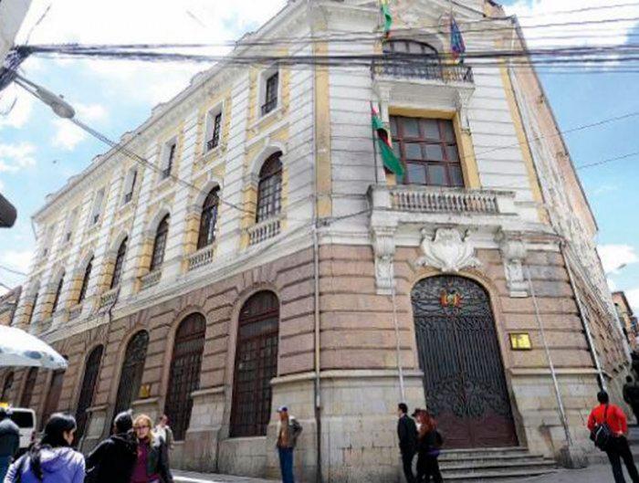 Cancillería niega despido injustificado del 90% de los funcionarios de su institución
