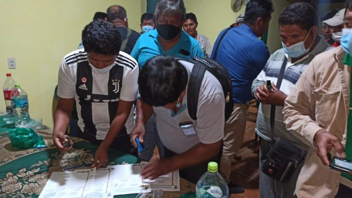 Chóferes firman acuerdo con el Gobierno para levantar su bloqueo en la carretera Santa Cruz – Beni