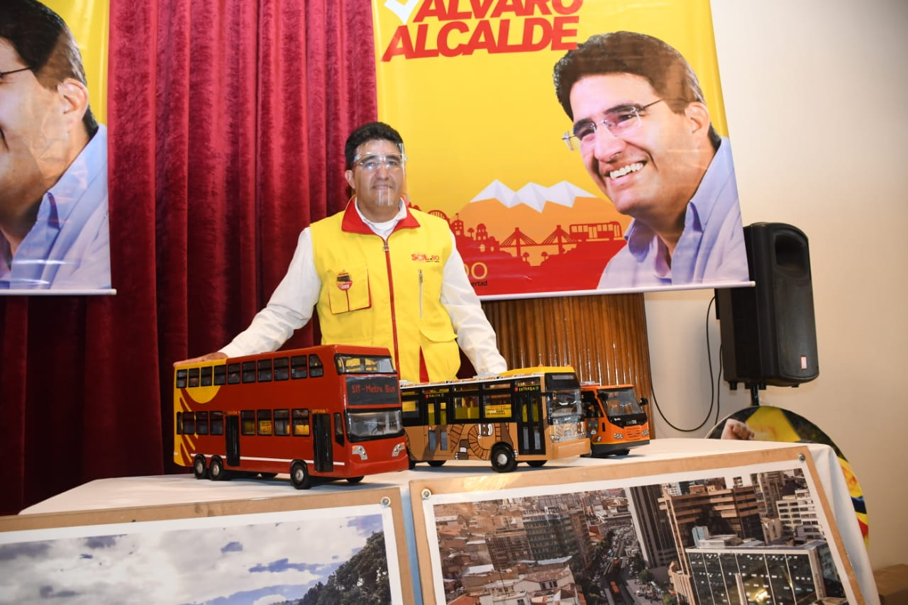 Álvaro Blondel propone introducir un bus público de dos pisos con capacidad para 120 personas