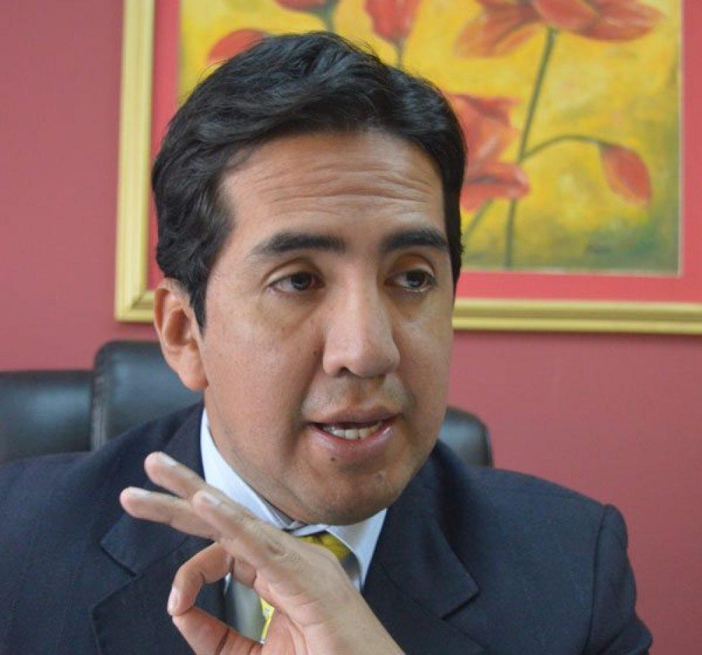 Williams Bascopé propone modificar la  cláusula  de confidencialidad de contratos