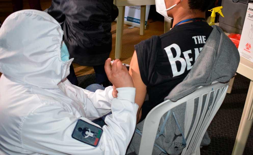 Anuncian que más de 2.000 personas ya fueron vacunadas contra el COVID-19