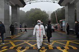 China desmantela red de vacunas falsas contra COVID-19; jeringas tenían agua salada
