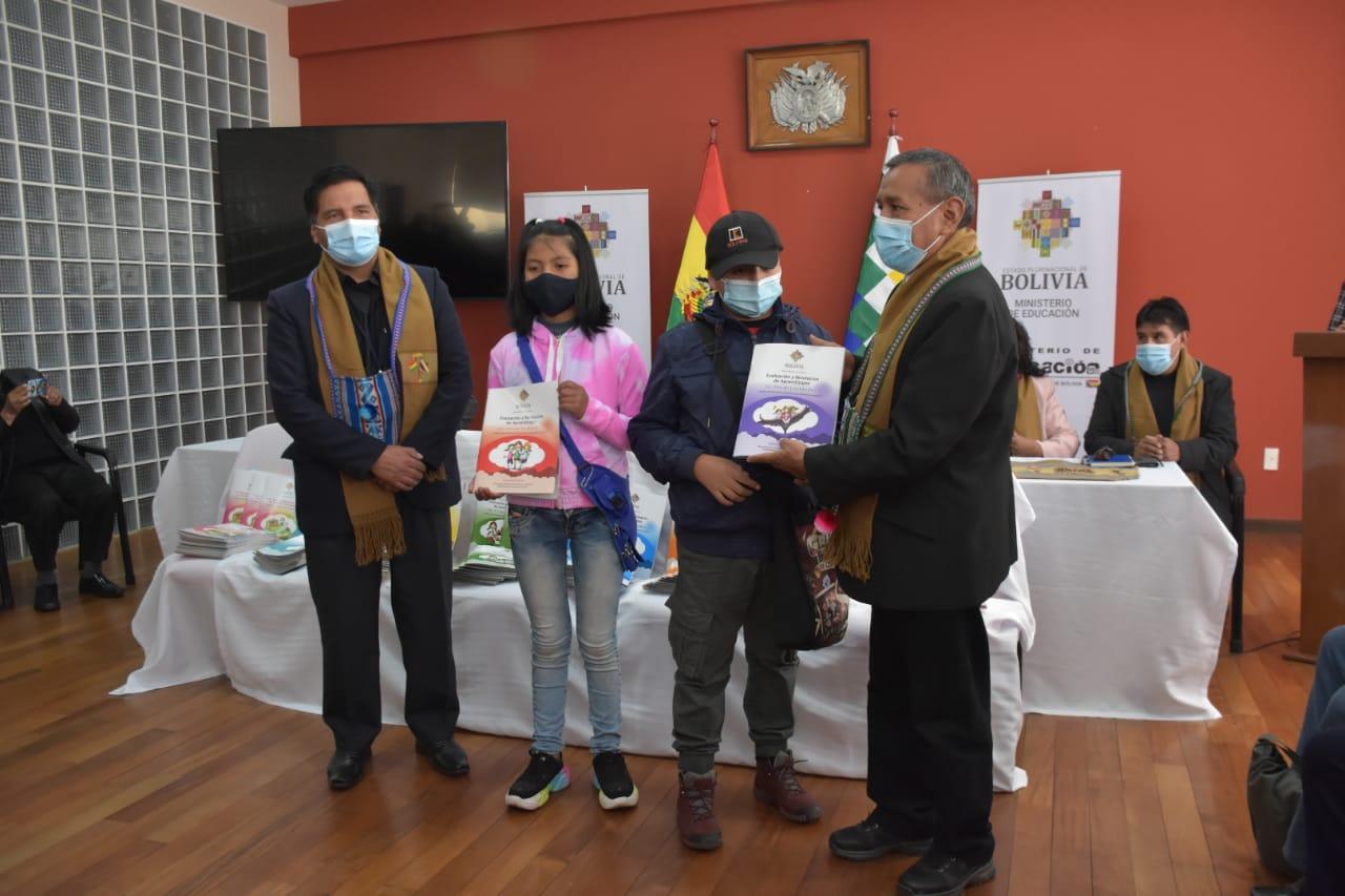 Ministerio de Educación entrega 384.571 textos para aprendizaje a distancia en La Paz