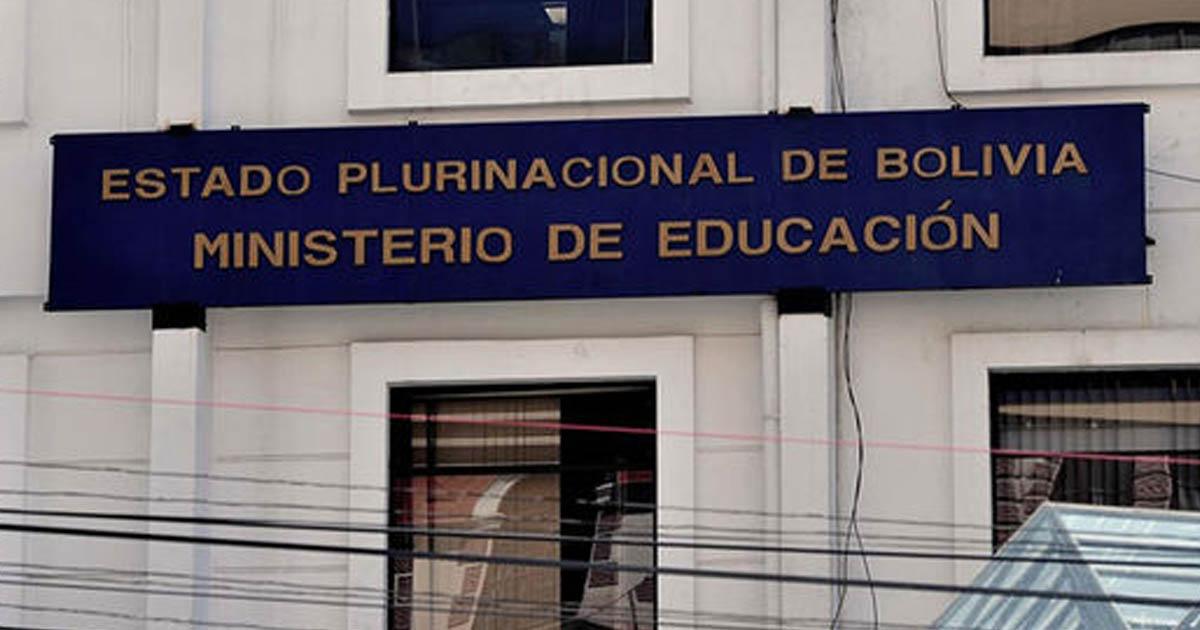 Policía interviene movilización de postulantes normalistas y resguarda el Ministerio de Educación