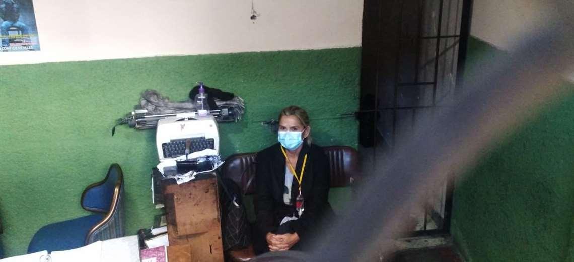 Régimen Penitenciario asevera que Añez se encuentra con salud estable tras recibir medicación