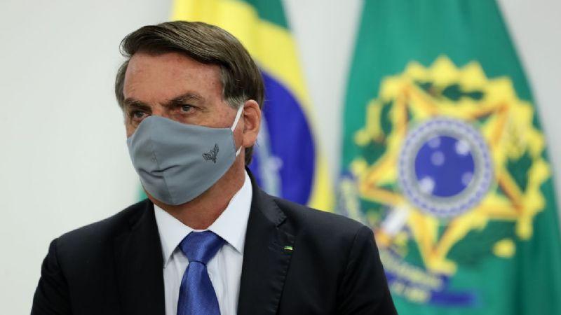 """Bolsonaro llama """"idiotas"""" a quienes piden al Gobierno comprar vacunas anticovid"""
