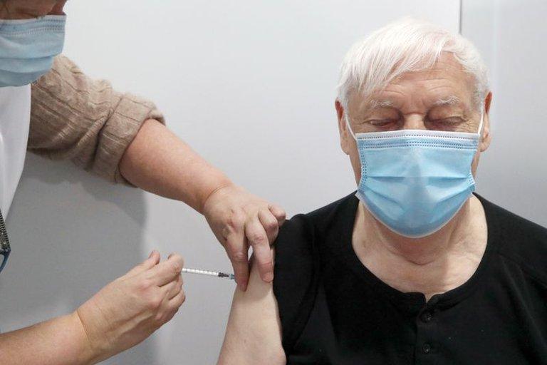 AstraZeneca asegura que su vacuna es 79% eficaz y no ocasiona coágulos sanguíneos