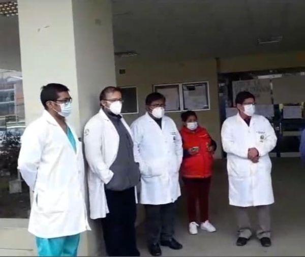 Fallece uno de los estudiantes que recibía atención médica tras caer del cuarto piso de la UPEA
