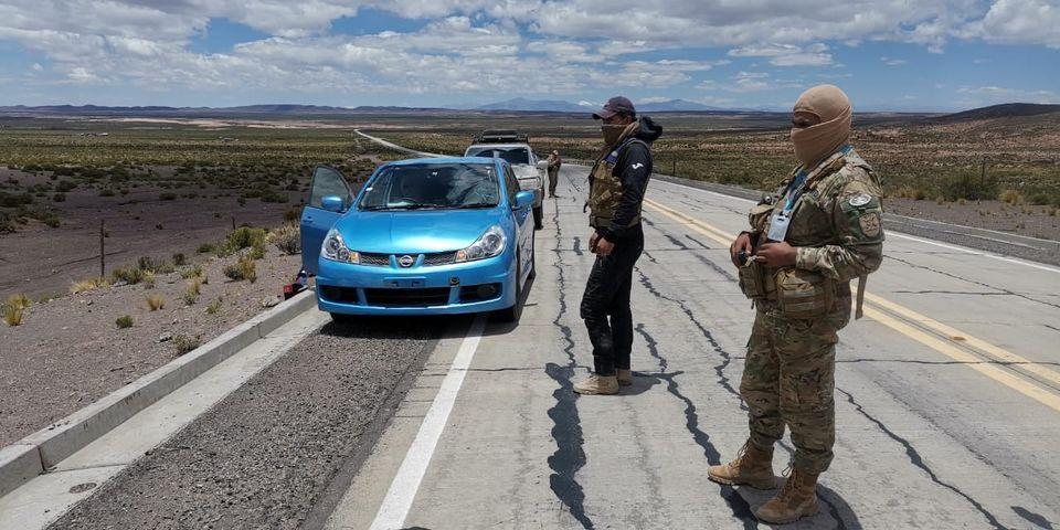 Incautan 132 vehículos indocumentados y más de 23 t de alimentos de contrabando en las fronteras con Chile y Perú