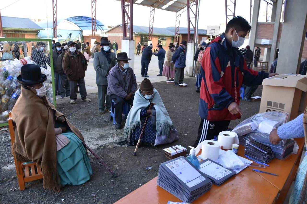 Ministro de Salud pide participación disciplinada en las elecciones subnacionales