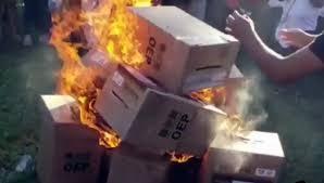 Inicia la audiencia cautelar de dos personas acusadas de quemar ánforas electorales