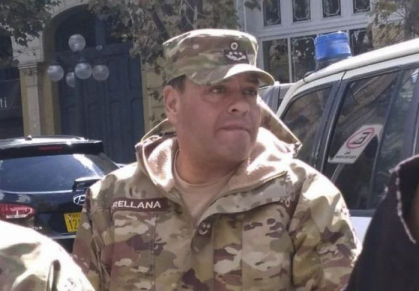 Policía informa que el excomandante de las FF.AA. Sergio Orellana salió del país en noviembre