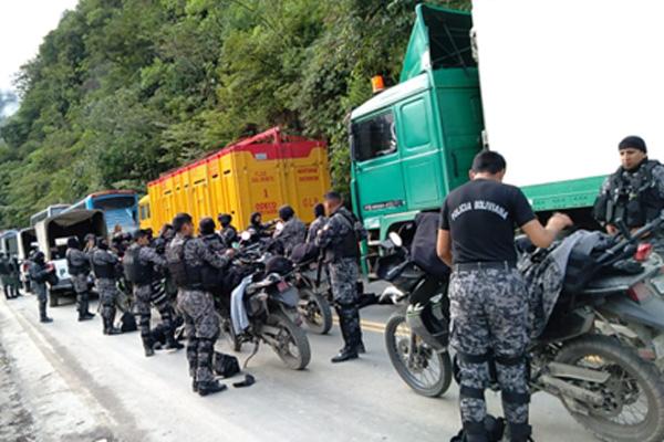 Policía interviene nuevamente el bloqueo en Yolosita, cocaleros denuncian uso de armas de fuego