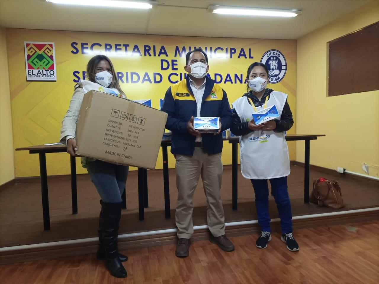 Entregan 4.000 barbijos a la Asociación de Voluntarios Contra el Cáncer Infantil en El Alto