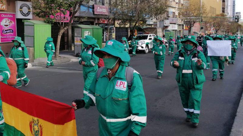 Trabajadores de La Paz Limpia retoman sus movilizaciones y amenazan con un paro en el recojo de basura