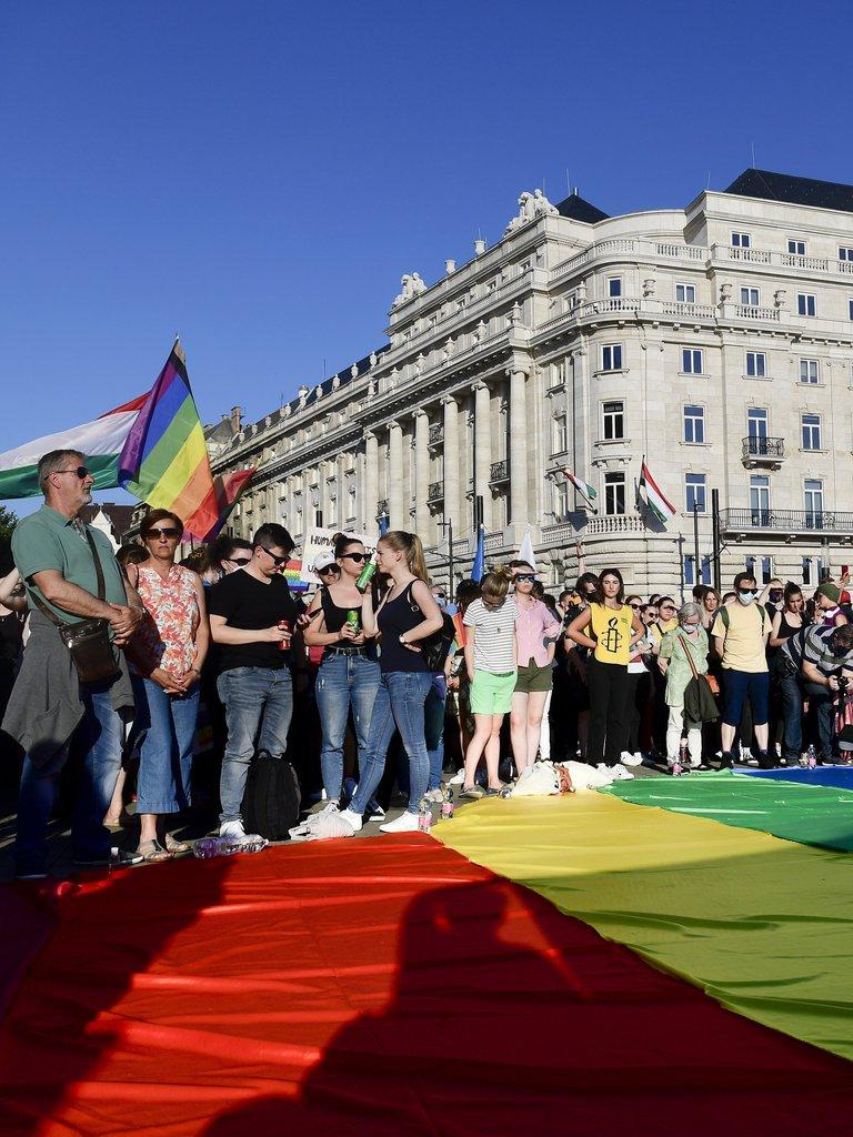 El parlamento de Hungría prohíbe hablar de homosexualidad en las escuelas y en la TV