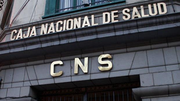 Trabajadores y pacientes de CNS analizan asumir nuevas medidas de presión para exigir la renuncia de la gerencia