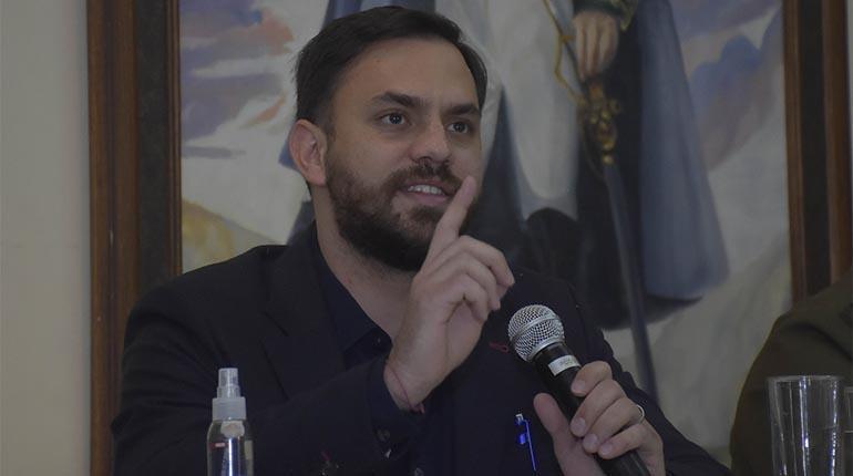 Del Castillo aclara que Quintana no representa la postura del Gobierno