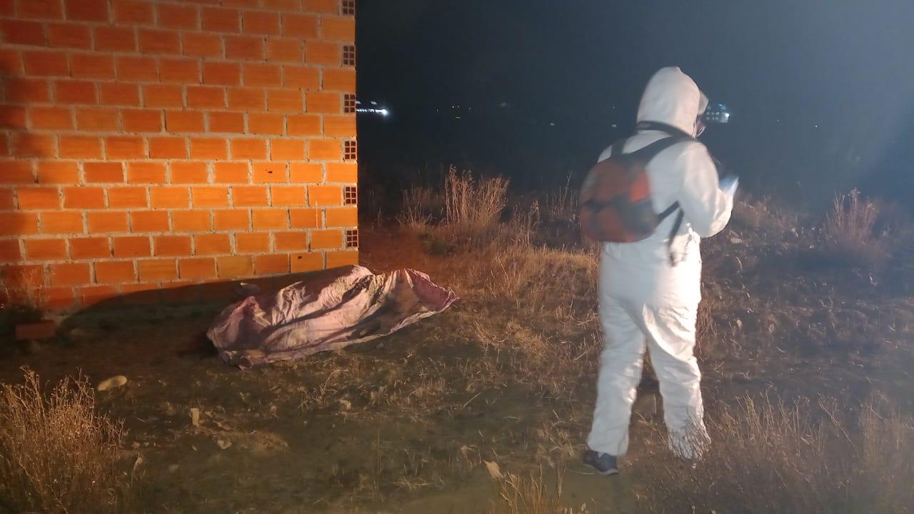 Adolescente muere por aspirar tierra tras caer al piso en estado de ebriedad