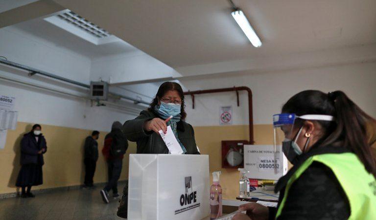 Pedro Castillo con 50.12% de votos está ganando a Keiko Fujimori, quien tiene un 49.88% de apoyo
