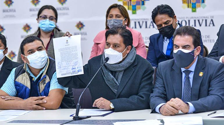 Gobierno y alcaldes firman acta para facilitar compra de vacunas