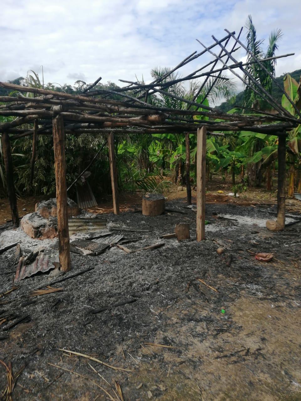 Denuncian la quema de 50 casas por parte de comunarios de Michiplaya