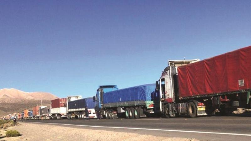 500 camiones varados en Chile sólo cuentan con una enfermera para pruebas de COVID-19