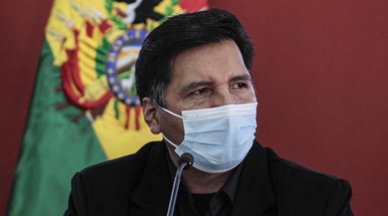 Denuncian a ministro de Educación por tráfico de influencias