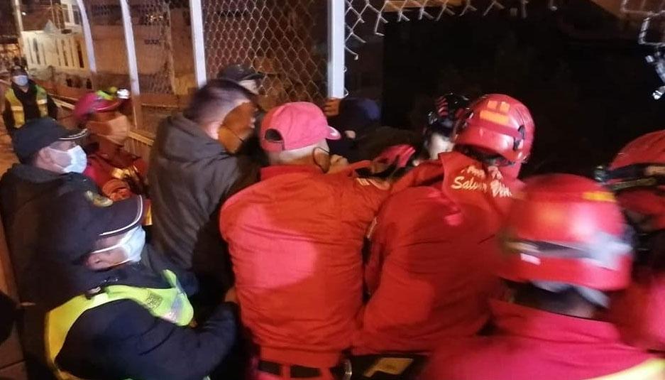 Cortan el enmallado del Puente de las Américas para salvar a una persona que intentó quitarse la vida