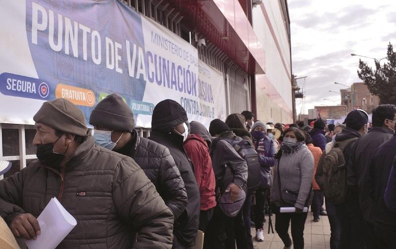 Más de 10.000 personas se vacunan durante la campaña de inmunización de El Alto