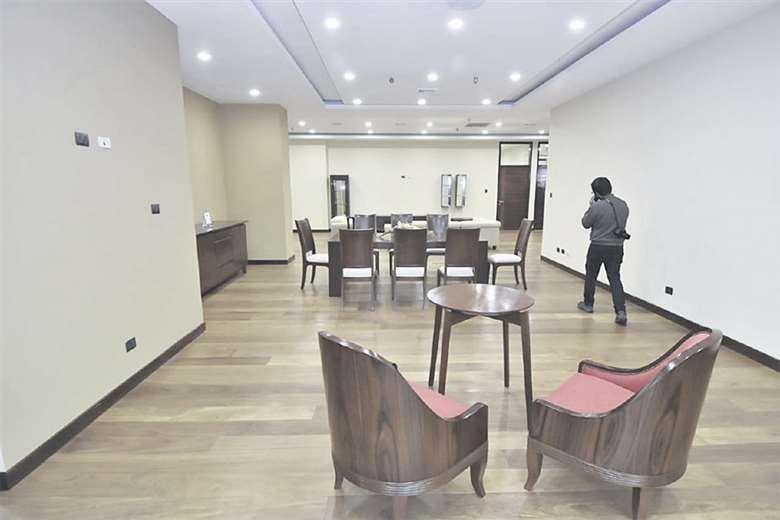 Asambleístas licitan sillas de hasta Bs 5.700 por unidad y teléfonos a Bs 3.162 para su nuevo edificio