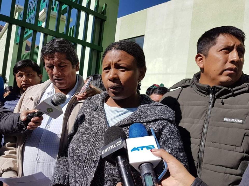 Elena Flores niega que hubo influencia del MAS durante las reuniones de Adepcoca