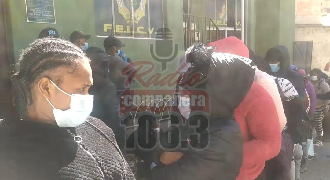 Policía interviene bus que transportaba 57 haitianos presuntamente ilegales