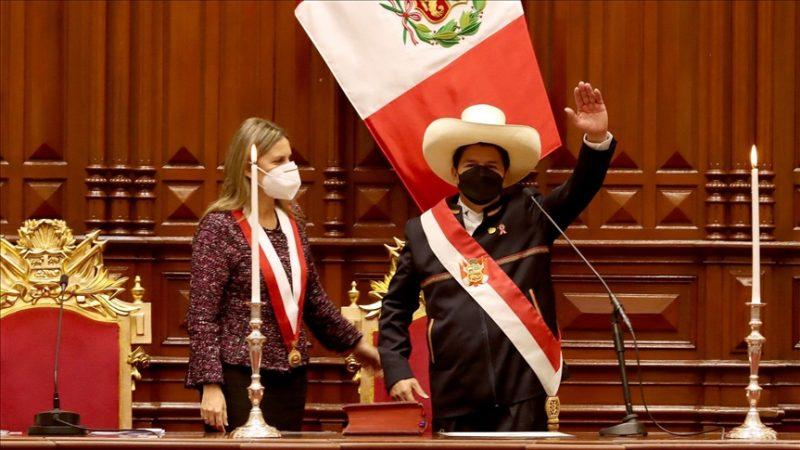 Pedro Castillo es posesionado como el nuevo presidente de Perú