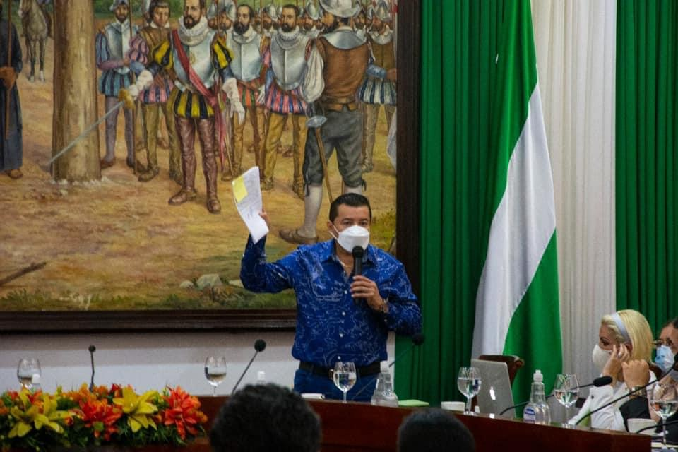 Alcalde de Santa Cruz abre posibilidad de obligar a la gente para que se vacune
