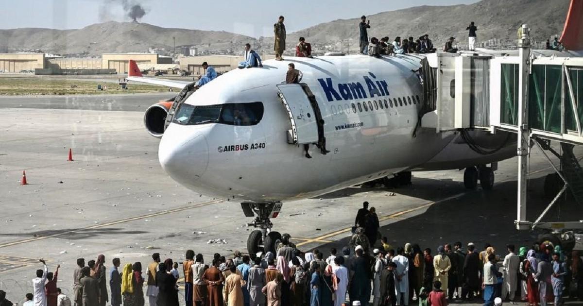 Reportan al menos seis muertos en el aeropuerto de Kabul