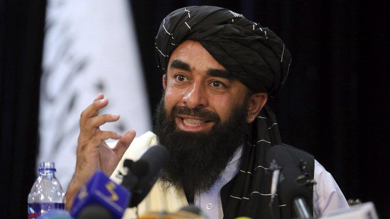 """Los talibanes aseveran que respetarán los derechos de las mujeres afganas """"dentro de la ley islámica"""""""