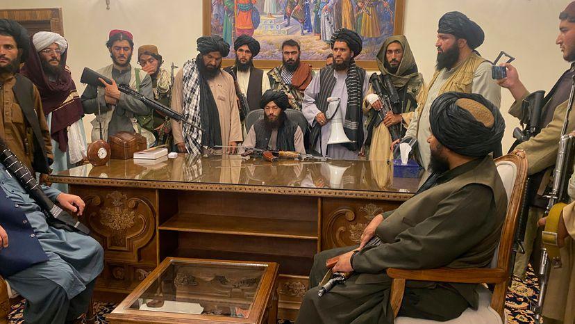 Talibanes confirman que no habrá un sistema democrático en Afganistán