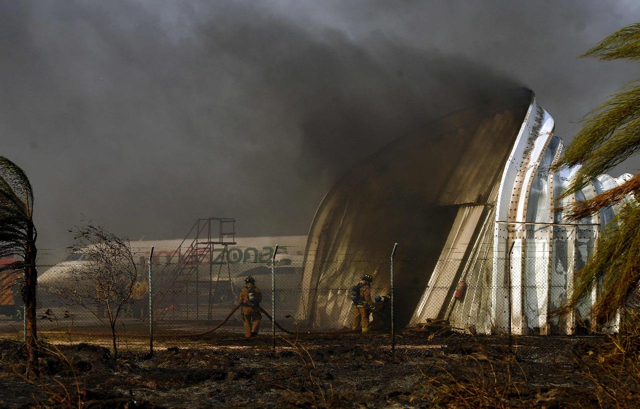 Incendio en el aeropuerto de Viru Viru perjudica más de 25 vuelos y afecta 1.700 hectáreas