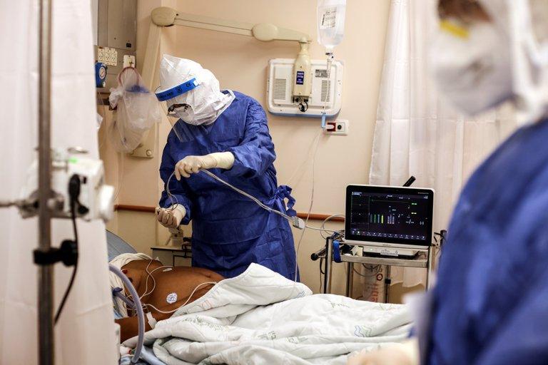 Israel reporta más de un millón de casos de COVID-19 y explica que los no vacunados sobrecargan el sistema de salud