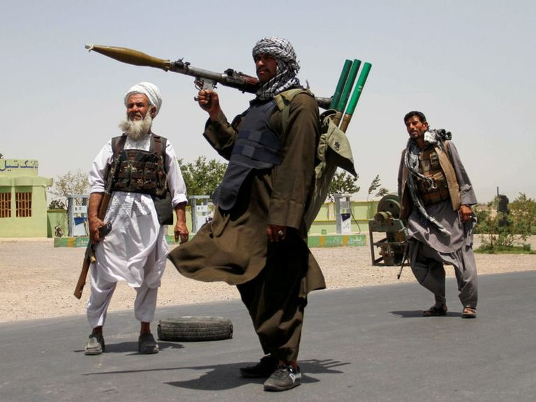 Reportan 40 civiles muertos y más de 100 heridos en una ciudad de Afganistán atacada por talibanes
