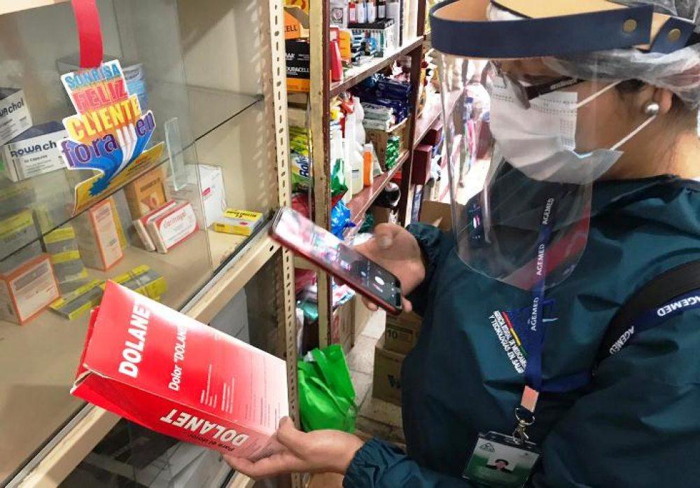 FELCC aprehende a dos personas por atender una farmacia clandestina