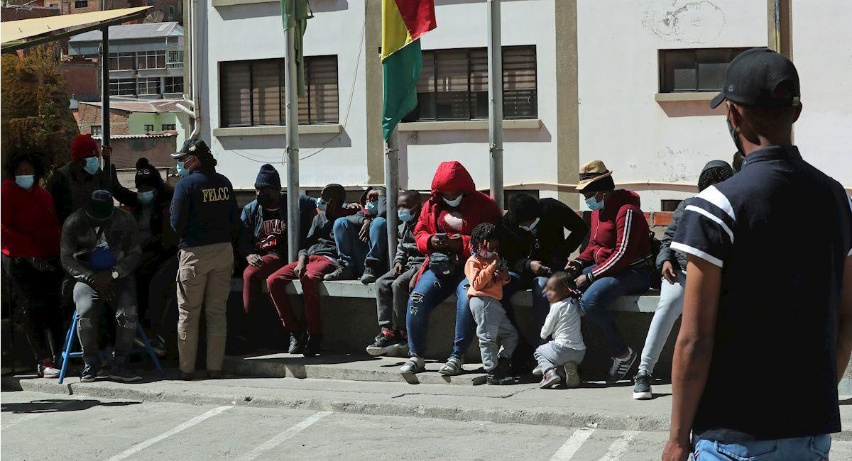 Conductor de bus es aprehendido por el traslado de 35 ciudadanos haitianos